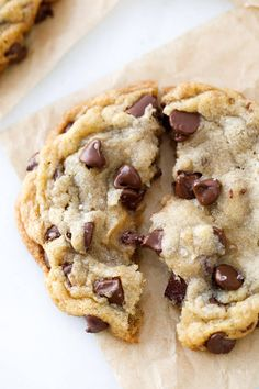 Looking for the best chocolate chip cookies EVER? These cookies are BIG, soft, chewy, and totally divine. Chocolate chip cookies are my weakness. Best Chocolate Chip Cookies Recipe, Homemade Chocolate Chip Cookies, Chip Cookie Recipe, Yummy Cookies, Chocolate Recipes, Choc Chip Cookies Chewy, Slow Cooker Desserts, Gateaux Cake, Pudding