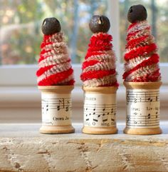 handmade christmas -  spool holiday decoration.  These are sweet.  Can't resist vintage-inspired decor.