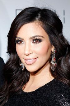 kim kardashian is beautiful and i love her and all the kardashians, don't hate me because i'm tacky