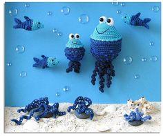 """Häkelanleitung """"Ausflug im Meer"""" mit Quallen und Fischen / diy crochet instruction: cute jellyfish by Kristinas Art via DaWanda.com"""