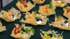 # salatki na imprezę Parmesan fantasies - interesting snacks Finger Food Appetizers, Appetizers For Party, Finger Foods, Appetizer Recipes, Lace Tuile Recipe, Crab Stuffed Avocado, Light Summer Dinners, Cottage Cheese Salad, Comida Keto