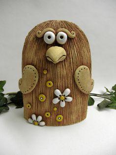 Květinový ptáček Ze šamotové hlíny, vhodné i k celoroční venkovní dekoraci. Výška 18,5 cm.