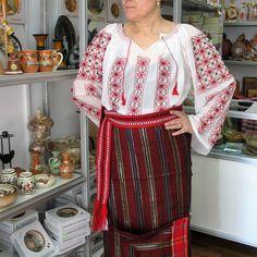 costum popular moldovenesc, ie lucrata manual, fota, bata, publiter Costumes, Popular, Lab Coats, Dress Up Clothes, Costume, Popular Pins, Fancy Dress, Folk, Suits
