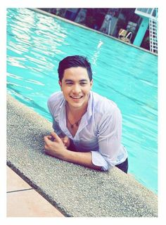 Who is Alden Richards from the Eyes of a Solo Mom Maine Mendoza, Alden Richards, Tv Awards, Boyfriend Goals, Dream Guy, Pinoy, Good Looking Men, Photography Poses, Bae