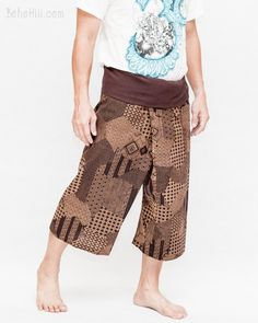These capri fisherman pants are perfect for summers. Made from high quality cotton, and our built-in fabric is longer than anyone, making them versatile & durable. Tribal Pants, Tribal Outfit, Thai Fisherman Pants, Summer Wraps, New Years Outfit, Harems, Male Feet, Small Waist, Diy Clothing