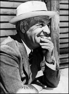 """#TalDiaComoHoy, 18 de octubre, en 1955 moría en Madrid el filósofo José Ortega y Gasset. """"La civilización no dura porque a los hombres sólo le interesan los resultados de la misma: los anestésicos, los automóviles, la radio. Pero nada de lo que da la civilización es el fruto natural de un árbol endémico. Todo es resultado de un esfuerzo. Sólo se aguanta una civilización si muchos aportan su colaboración al esfuerzo. Si todos prefieren el fruto, la civilización se hunde."""""""