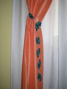 Mis originales y baratísimas abrazaderas de cortina con collares