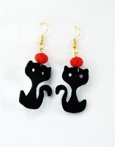 €6,00 Σκουλαρίκια με τσόχινη μαύρη γάτα και γυάλινη κόκκινη χάντρα.Τα γατζάκια είναι σε χρυσό χρώμα και ειναι nickel free. Drop Earrings, Jewelry, Jewlery, Jewerly, Schmuck, Drop Earring, Jewels, Jewelery, Fine Jewelry