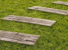 Concrete garden paths Log Sleepers By SAS Italia Lawn And Garden, Garden Paths, Front Path, Wooden Walkways, Concrete Garden, Pavement, Backyard Landscaping, Stepping Stones, Patio