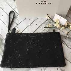 """Coach Clutch Sequin  NWT Brand new with tags authentic COACH """"mad sequin"""" Clutch/wristlet. Gorgeous, oversized sequin wristlet perfect for a good night out! Includes coach box.                                       ‼️‼️ NO Trades‼️‼️             offers appreciated thru the offer button.              〽️ercari always has listing at a lower price ! Coach Bags Clutches & Wristlets"""
