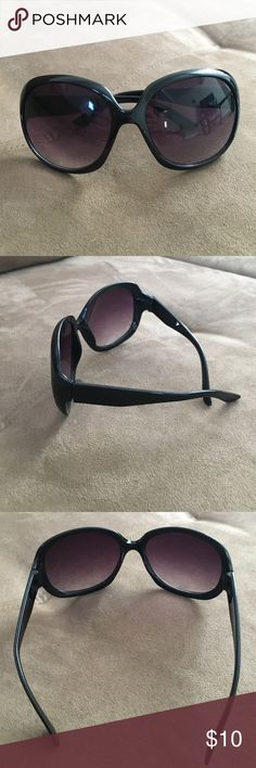 Purple Large Round Women's Sunglasses Really adorable Sunglasses and look amazing on. Have a beautiful purple hue with a slight ombré as well. Are made of plastic and are an oval rounded shape. The frames are actually black in color. Well taken care of and no signs of wear. Also lightweight and will protect your eyes from the sun. Unknown Accessories Sunglasses
