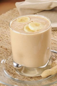 Quick Snack Recipe: Peanut Butter and Honey Banana Smoothie