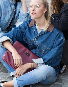 funda-portatil-básico-burdeos-2 Unisex, Basic Colors, Denim Skirt, Mom Jeans, Street Style, Skirts, Pants, Collection, Fashion