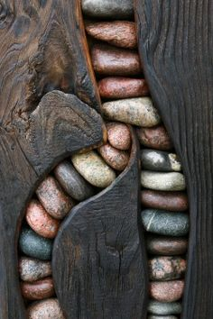 Stones Within Wood by Wolf Brüning Detail of a modern art sculpture on the Darß peninsula, Germany So simple and yet the stones set in the wood for contrast is just so very unusual and unique! I love the artists choice of stones! Into The Woods, Modern Art Sculpture, Wood Sculpture, Art Pierre, Deco Nature, Driftwood Art, Deco Design, Wood Design, Modern Design