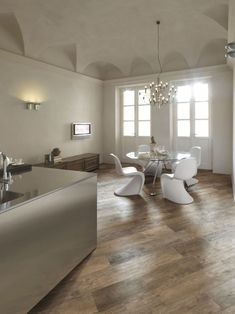 Wood Look Porcelain Tile Floor Design