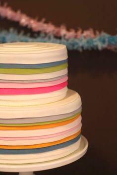 #HLo-Tips: Pastel con cobertura de fondant en varios colores, estilo vintage para cumpleaños de hombre queda bien.