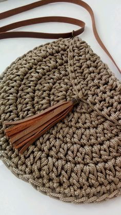 Best 12 Boho Crochet Bags – how to make your own OOAK bag – MotherBunch Crochet – SkillOfKing.Mochila bag with circle handles – ArtofitPin by Alice on Kleidung No instructions; Crochet Diy, Crochet Tote, Crochet Handbags, Crochet Purses, Love Crochet, Crochet Clutch Bags, Scarf Crochet, Crochet Woman, Crochet Purse Patterns