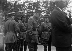 Michael Collins & Richard Mulcahy at the funeral of Arthur Griffith: Keogh Collection at the National Library of Ireland Ireland 1916, Dublin Ireland, Irish Free State, Easter Rising, Michael Collins, British Soldier, Irish Celtic, Political Events, My Heritage
