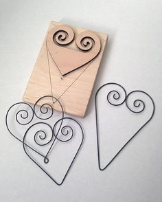 Ecosia - the search engine that plants trees Wire Crafts, Metal Crafts, Crafts To Make, Easy Crafts, Metal Bending Tools, Wire Jig, Wire Art Sculpture, Easy Valentine Crafts, Wire Ornaments
