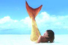 pinneggiare tra i flutti proprio com'è in grado di fare Ariel, la Sirenetta del cartone della Disney http://tuttacronaca.wordpress.com/2013/09/18/la-scuola-dove-simpara-a-essere-principesse-del-mare/