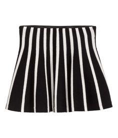 Kolla in det här! En finstickad kjol i mjuk bomullsblandning. Kjolen är utställd med dold resår i midjan. - Besök hm.com för ännu fler favoriter.
