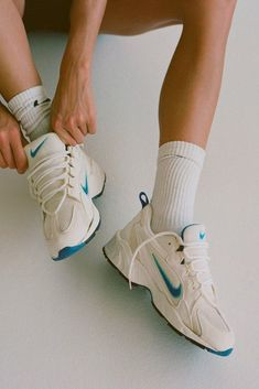 Sneaker Outfits, Nike Outfits, Sneakers Mode, Air Max Sneakers, Sneakers Fashion, Brasilianischer Bikini, Modelos Fitness, Sporting, Workout Aesthetic