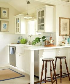 Small kitchen furniture - tips for room layout and colors