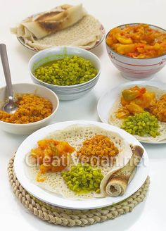 Cómo hacer injera (pan plano somalí) con harina de trigo normal y con harina integral - una variación muy fácil y asequible.