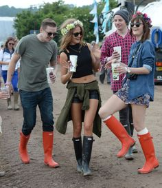 Festival Outfit Fab Friday Fashion Fact: Fashionable Footgear For This Wet Weather Fab Friday Fashion Fact: Fashionable Footgear For This Wet Weather Weather Festival, Festival Gear, Music Festival Fashion, Coachella Festival, Festival Outfits, Festival 2016, Festival Style, Preppy Style, My Style