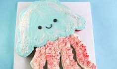 Let the kids serve themselves! Make a quick and cute pull-apart animal cupcake cake in the shape of a jellyfish in a few simple steps.