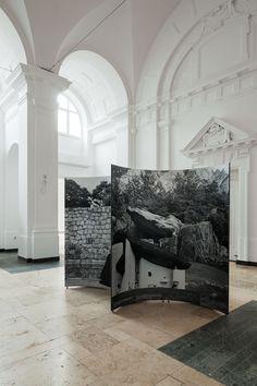 """Ausstellung """"Sinnfindung im Erbe von Mies van der Rohe - Werk Werner Blaser - Edition LÖFFLER"""" an der Universität der Künste Berlin; 135 Fotocollagen Werner Blaser (Fotografie: Ulrich Schwarz)"""