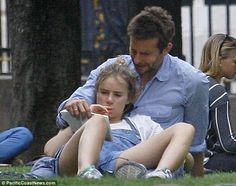 Bradley Cooper & Suki Waterhouse Snuggle in Paris Park!: Photo Bradley Cooper and his girlfriend Suki Waterhouse spend a romantic afternoon together relaxing in a park on Sunday (August in Paris, France. Angel Aesthetic, Film Aesthetic, Movie Couples, Cute Couples, Venus In Pisces, Cody Christian, The Love Club, Suki Waterhouse, Daddy Issues
