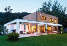 """Wer im Tessin wohnt pflegt einen Lebensstil oberhalb des Mainstream. Fand auch Familie Müller – und kreierte ihr neues VIP-Zuhause mit dem """"Schöner-Wohnen-Haus 2010"""" von Schwörer"""