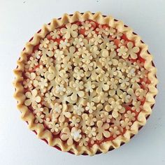 This Strawberry Rhubarb Flower Pie recipe is featured in the Pie Crust Inspiration feed along with many more. Just Desserts, Delicious Desserts, Yummy Food, Pie Dessert, Dessert Recipes, Pie Crust Designs, Pies Art, Decoration Patisserie, Slow Cooker Desserts