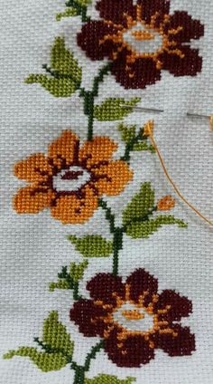 This Pin was discovered by Sar Cross Stitch Borders, Cross Stitch Flowers, Cross Stitch Charts, Cross Stitch Designs, Cross Stitching, Cross Stitch Patterns, Folk Embroidery, Cross Stitch Embroidery, Canvas Template