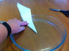 Liian hyvää: Niksi leivinpaperiympyrän leikkaamiseen