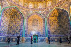 Les iraniens appellent la ville d'Isfahan Half of the world et ce n'est pas exagéré. C'est un vrai chef-d'oeuvre de l'art et de l'architecture iranienne.