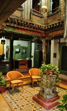 A tour of the 180 year old Mangaldas ni Haveli. A merchant house built in World Heritage city Ahmedabad. Architecture Courtyard, India Architecture, Beautiful Architecture, Architecture Design, Courtyard Design, Indian Homes, House Built, Indian Home Decor, Home Design Plans
