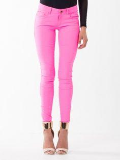 Linni om produktet:Fantastic Summer - Memory er bare superdelikate bukser og det er jo ingen hemmelighet at jeg elsker rosa. Da sier det seg selv at disse måtte med i sommerkolleksjonen min og i tillegg er de fantastiske å ha på seg. Love them