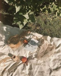 Front Roe by Louise Roe - Summer Picnic Nature Aesthetic, Beige Aesthetic, Summer Aesthetic, Aesthetic Vintage, Aesthetic Photo, Aesthetic Pictures, Aesthetic Collage, Aesthetic Fashion, Face Aesthetic