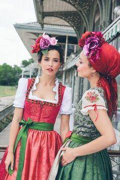 Couture Dirndl Strass by Sportalm - 70 cm - Neue Artikel - Country Hotel…