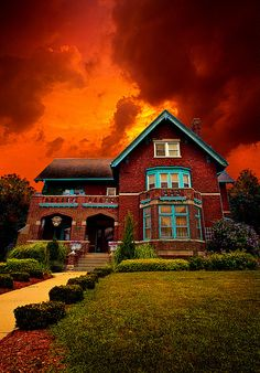 The Haunted Brumder Mansion by Phil~Koch, via Flickr Like the house don't know about the haunting.