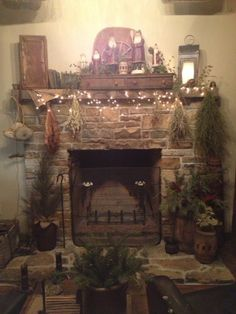 Primitive Christmas fireplace at Amy and Tim Duncan's.