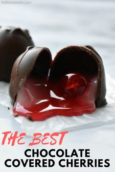 Chocolate Covered Cherries Get ready for Valentine's Day NOW with these super easy, super yummy chocolate covered cherries! Chocolate Covered Cherries, Chocolate Cherry, Best Chocolate, Chocolate Recipes, Chocolate Heaven, Chocolate Shop, Christmas Sweets, Christmas Baking, Christmas Candy