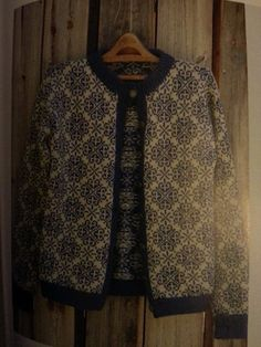 Stjerneruter 250 Sandnes ullvare Knitting Machine, Knitting Charts, Knitting Patterns, Knit Wear, Fair Isle Knitting, Tapestry Weaving, Embroidery Patterns, Knits, Scandinavian