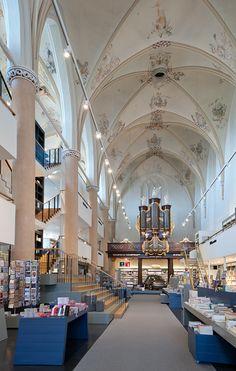 Waanders In de Broeren (Hollande) Library dans une Eglise