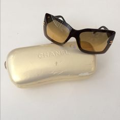 """Chanel sunglasses Authentic Chanel sunglasses. Model 5065. There is one very small crack on each lens- can't be seen/ doesn't affect vision when worn. The frames are black and the lenses are ombré brown. The corner of the left frame reads """"Chanel"""". Comes with case (which is banged up, but will keep the  sunglasses safe during transit). Temple to temple measures 5"""". Frames are 2"""" tall.No trades. Poshmark onlyI am very open to fair offers! CHANEL Accessories Sunglasses"""