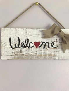 Super cute hand painted barn wood Welcome sign from Carolina Southern Home! Primitive Bathrooms, Primitive Homes, Pallet Barn, Barn Wood, Woodworking Books, Woodworking Logo, Woodworking Projects, Diy Wood Signs, Diy Furniture Plans