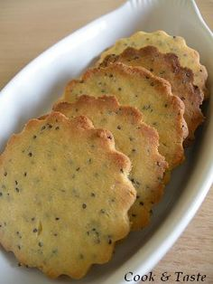 As you can see, these little gluten-free Laughing Cow shortbread adapted from a Paprikas recipe, I love them and I have them full of flavor! This recipe is part of Mamina's Shortbread Game. After the plain shortbread coated with chocolate, … Diabetic Desserts, Gluten Free Desserts, Gluten Free Recipes, Vegetarian Recipes, Healthy Recipes, Peanut Butter No Bake, Chocolate Peanut Butter Cookies, Gluten Free Chocolate, Chocolate Chips