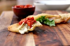 : Garlic & Mozzarella Wontons